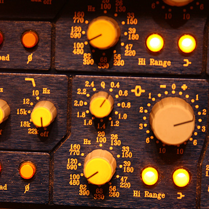 http://recording.studio11chicago.com/wp-content/uploads/2014/02/Focusrite-Blue-315-MK3.jpg
