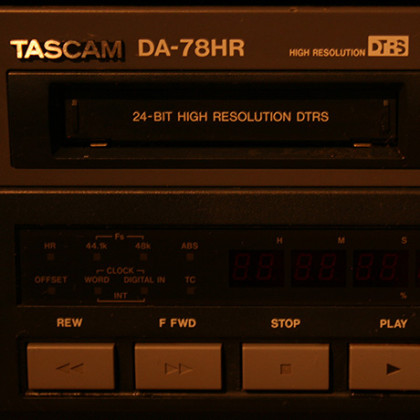 http://recording.studio11chicago.com/wp-content/uploads/2014/02/TASCAM-DA78-OFF.jpg